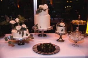 all-that-glam-wedding-planning-eucalyptus-and-white-roses-wedding-museum-of-art-FW (124)
