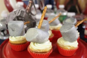 all-that-glam-sweet-dessert-table-avengers (4)
